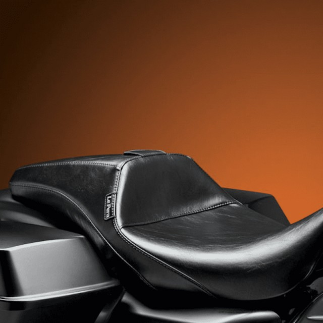 LE PERA OUTCAST SEAT WITH BACKREST HARLEY TOURING 08-21- REMOVED BACKREST