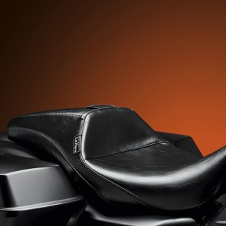 LE PERA OUTCAST SMOOTH FULL LENGTH SEAT HARLEY TOURING 08-19