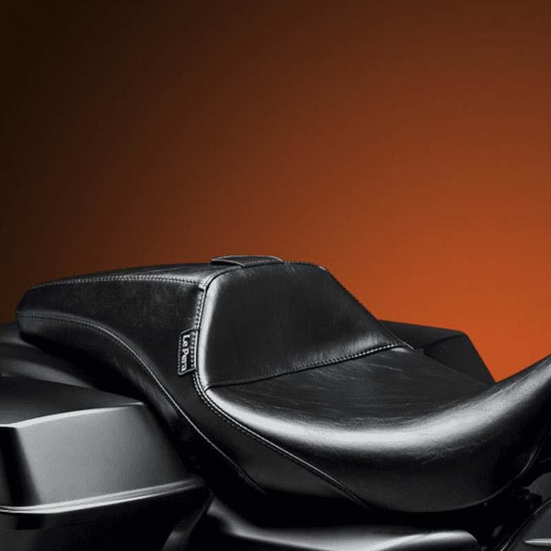 LE PERA OUTCAST SMOOTH FULL LENGTH SEAT HARLEY TOURING 08-21