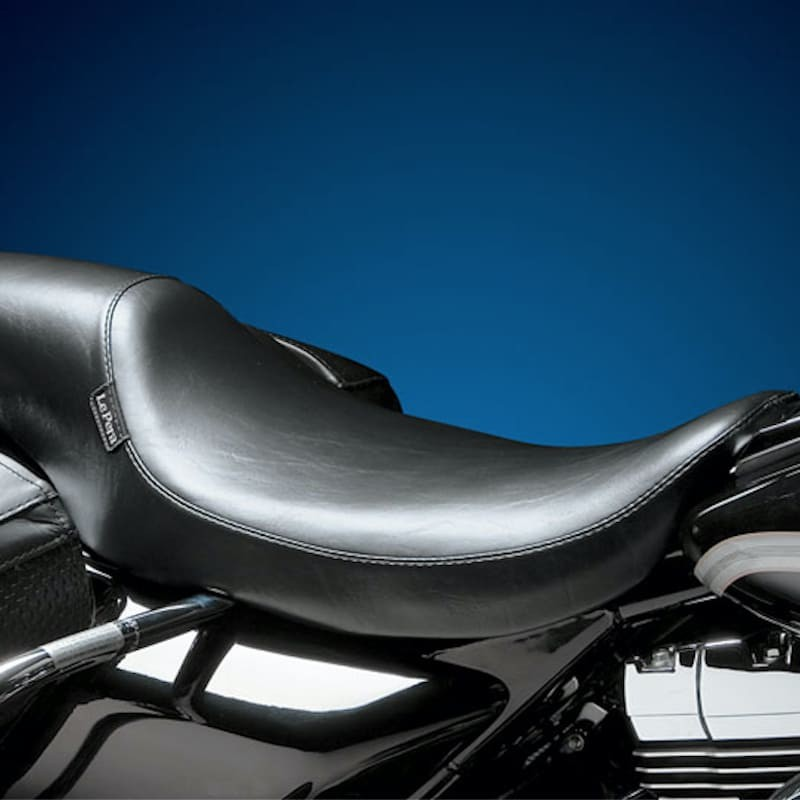 LE PERA SILHOUETTE SMOOTH SEAT HARLEY TOURING FLH-FLT 02-07