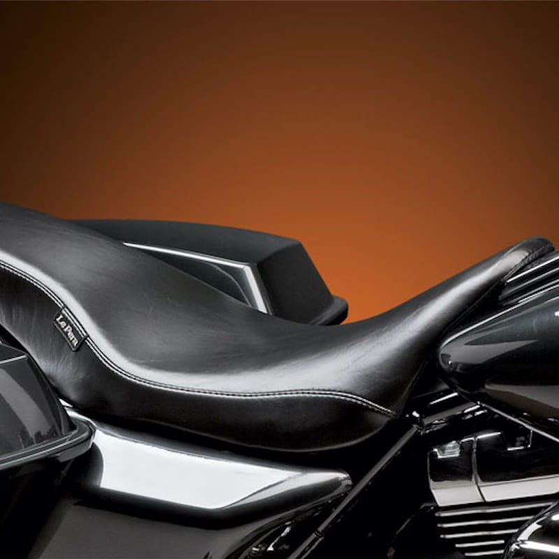 LE PERA COBRA SMOOTH FULL LENGTH TWO UP SEAT HARLEY TOURING 08-19