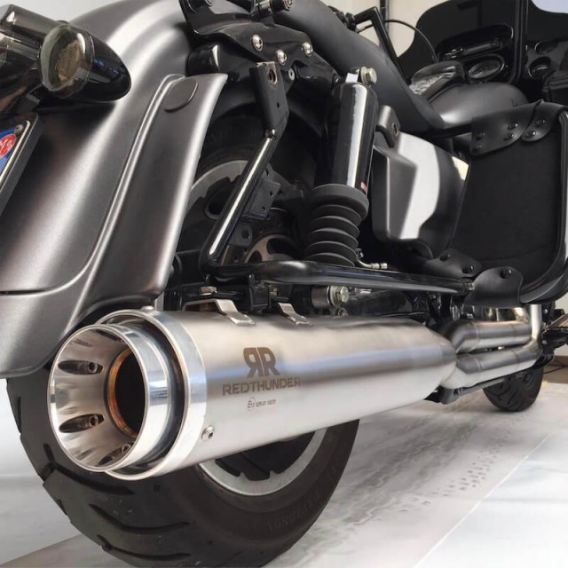 "RED THUNDER APPROVED MUFFLERS 4,5"" SATIN SLIP-ON FOR HARLEY TOURING 1999-2016 - DETAIL"
